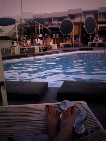 feet-pool